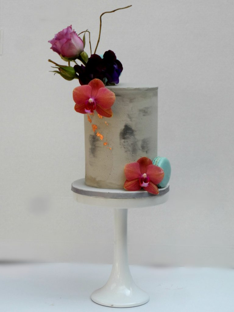 wedding cake decorator
