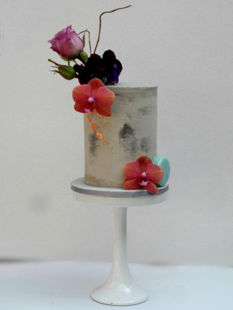 wedding cake decorator